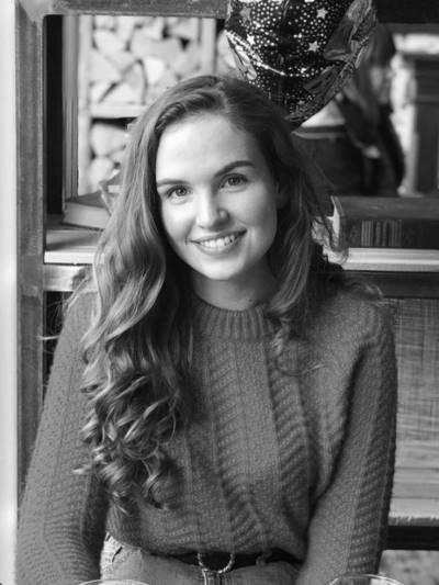 Lizzy Finch (400x533)